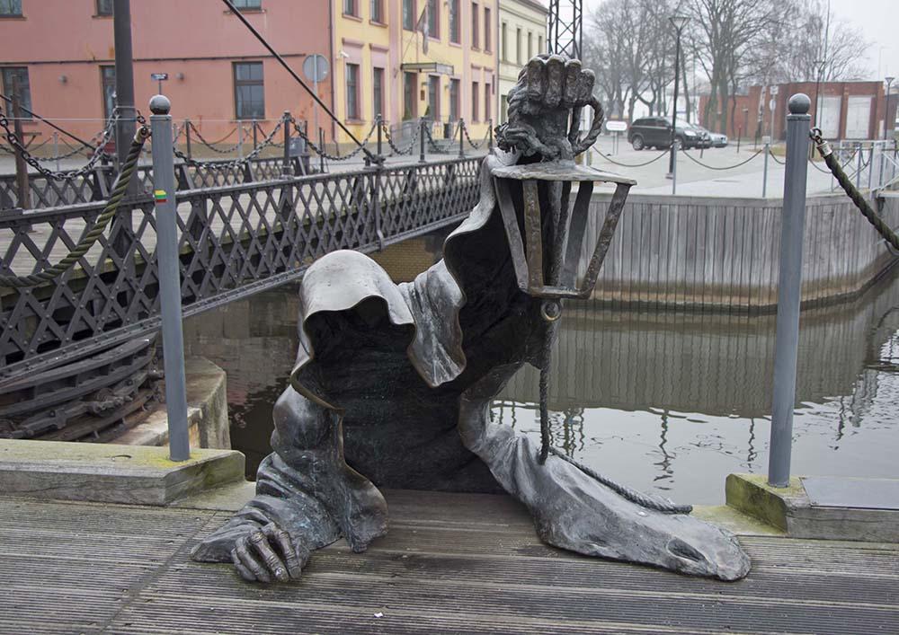 10_ghost sculpture